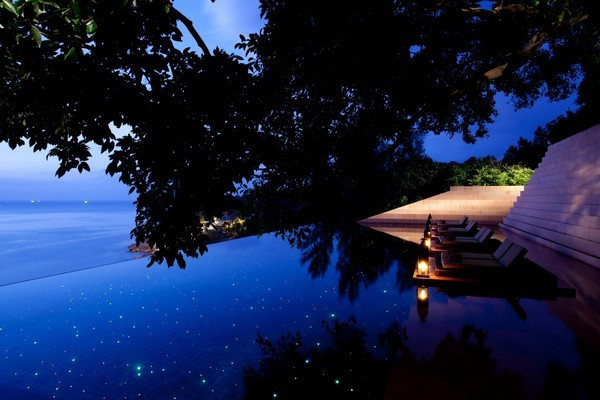 31 spectacular infinity pools that will shake your senses