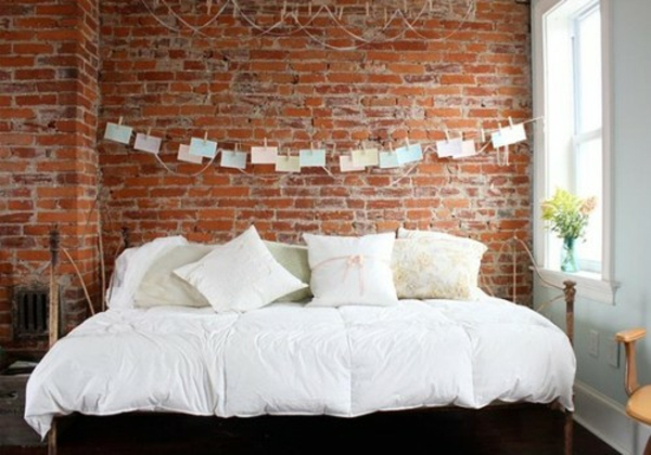 31 ideen wie sie eine backsteinwand hinter ihrem bett schmücken.,