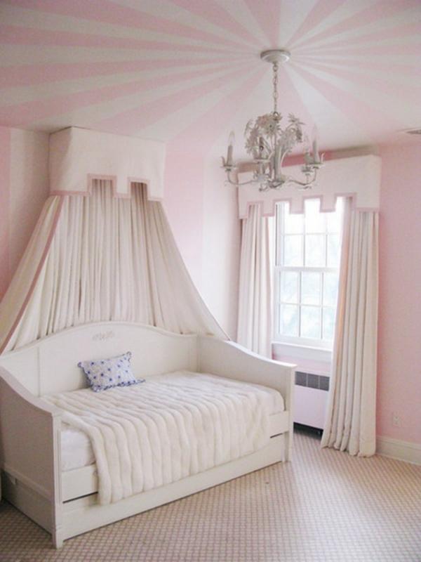 rosa wohnzimmer deko:23 coole Deko Ideen, Ihre Decken mit Streifen zu schmücken