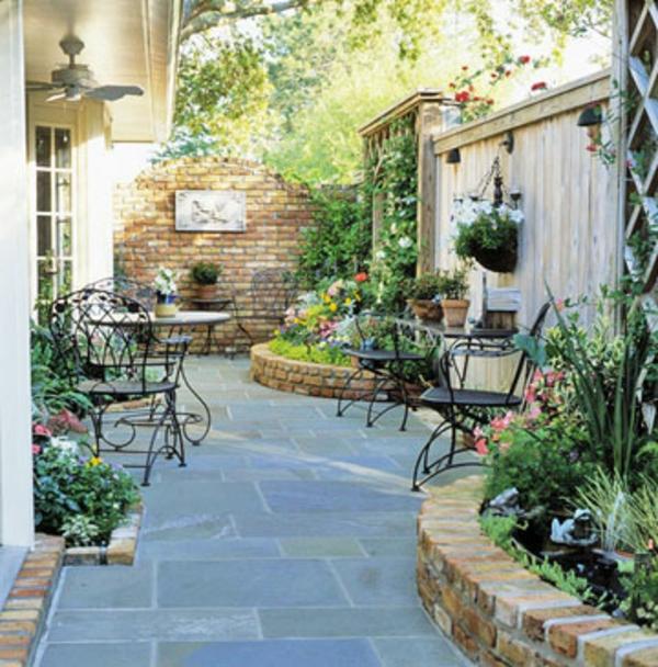 Klassischer Hof  garten und patio