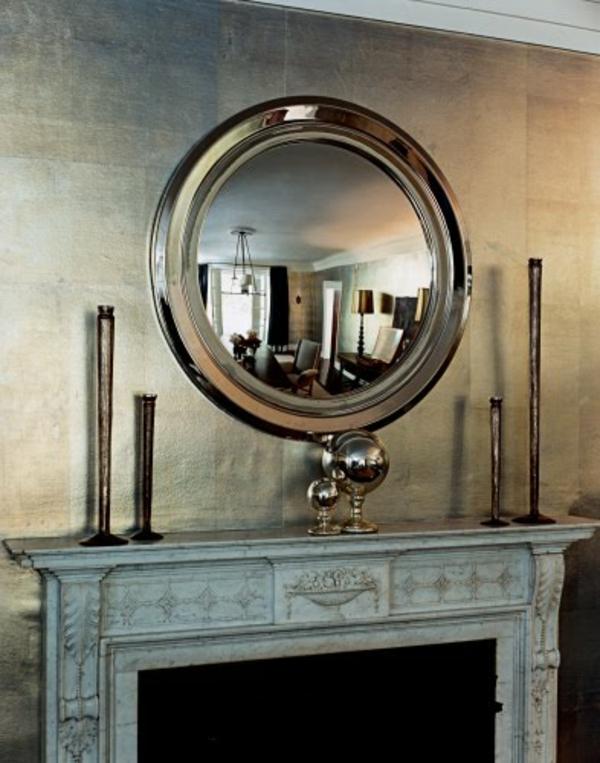 Metallische Wände - mit schönem Spiegel in der Mitte