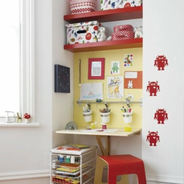 Idee zur Gestaltung des Kinderzimmers in Blau und mit Regal in einer Wandnische