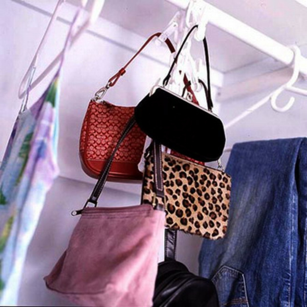 Eine Tasche Lagerungsidee- Kleiderschrank