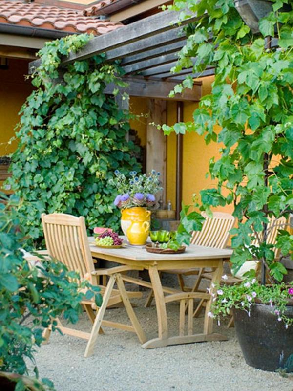 Terrasse-Materialien-balkon-fliessen-efeu
