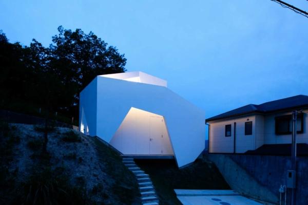 Asymmetrisches architekten haus aus beton in sao paolo am hang