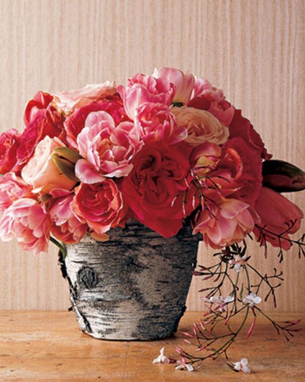 baumstumpf vase blumen stilvoll selber machen