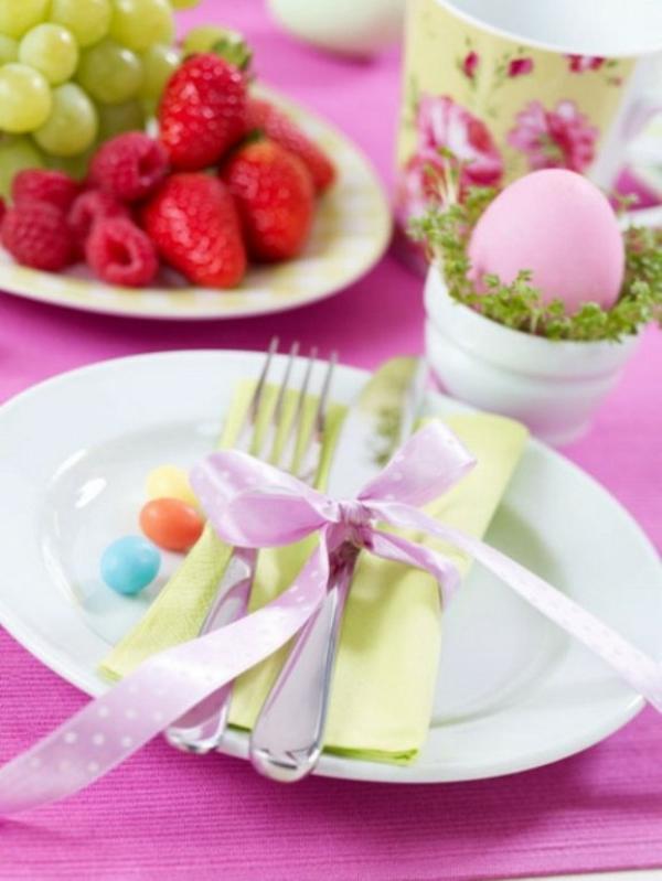 beere frisch bunt rosa eier ostern tischdeko