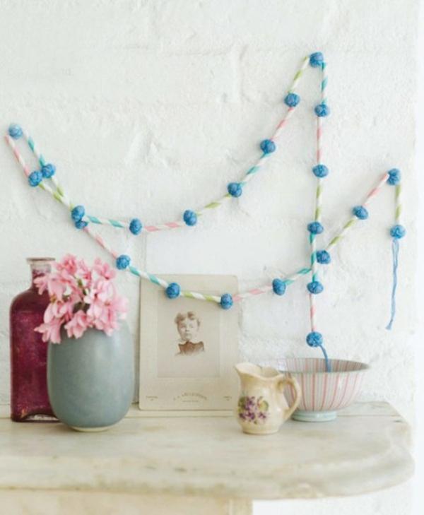 blaue farbton idee dekoration vase blumen girlanden ostern festlich