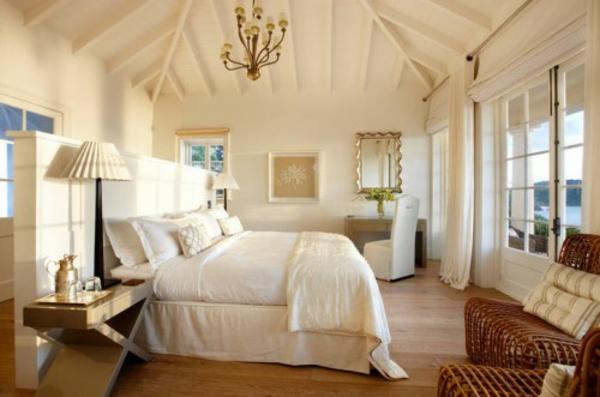 Der platz hinter dem bett im schlafzimmer stilvolles design for Doppelbett kleines zimmer