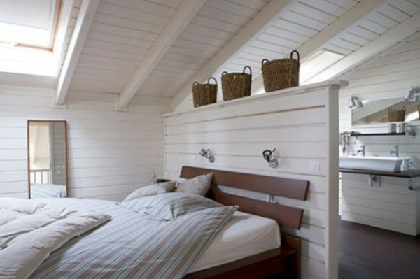dachzimmer-platz-hinter-bett, Hause deko