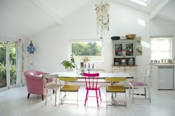 dachzimmer weisse interieurs idee rosa pastellfarbe hell akzente