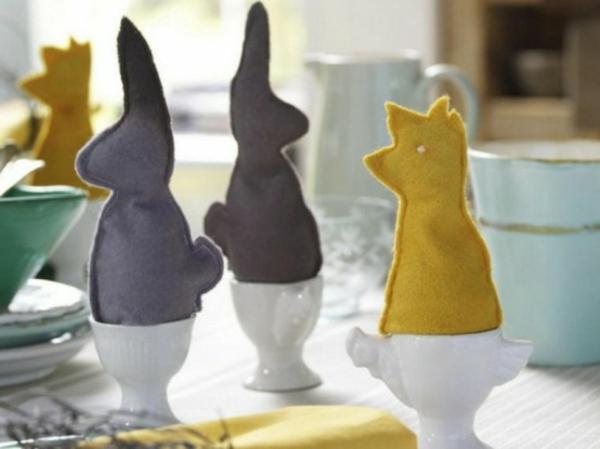 deko idee für easter eierhalter stoff tuch figuren dekoration tisch mittagessen