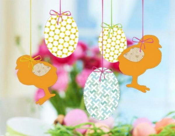 deko idee für ostern hängende papier ostereier hühner bunt interessant