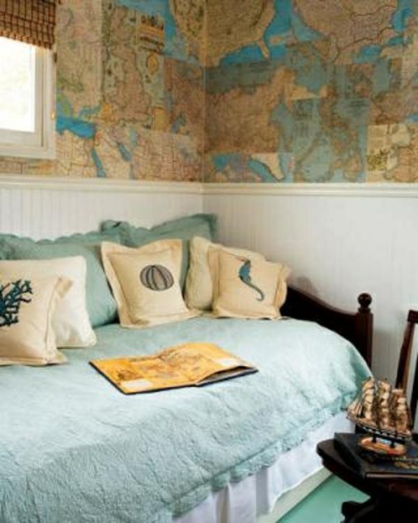 Weltkarte an der Wand gecklebt