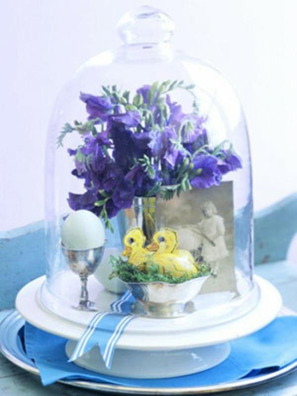 elegante dekoration idee glas ostereier frisch blumen
