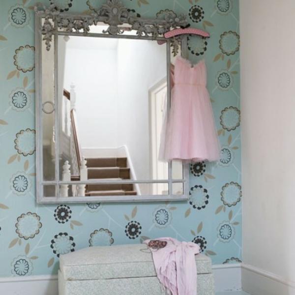 extravagant spiegel idee installation hausflur gang kleid rosa