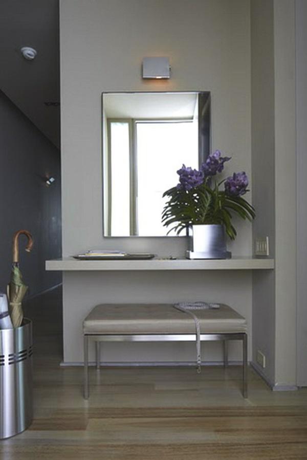 extravagant spiegel idee installation hausflur gang metall motive