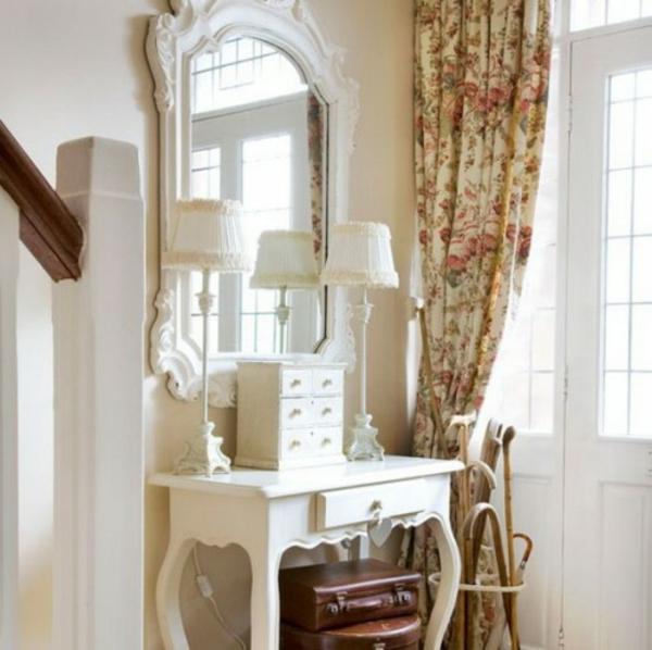 extravagant-spiegel-idee-installation-hausflur-gang-schoene-gardinen