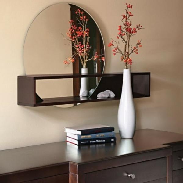 extravagant spiegel installation hausflur gang vase buecher
