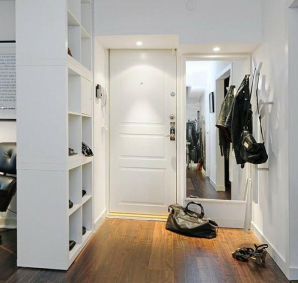 extravagant spiegel idee installation hausflur tasche damen schuhe