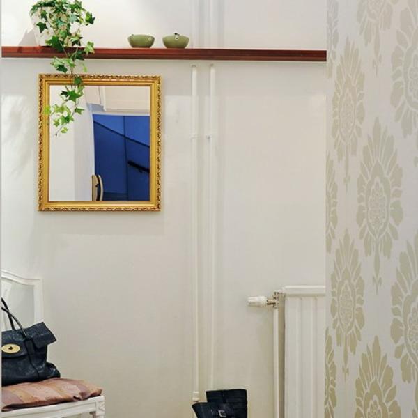 extravagant-spiegel-idee-installation-hausflur-tasche-damen