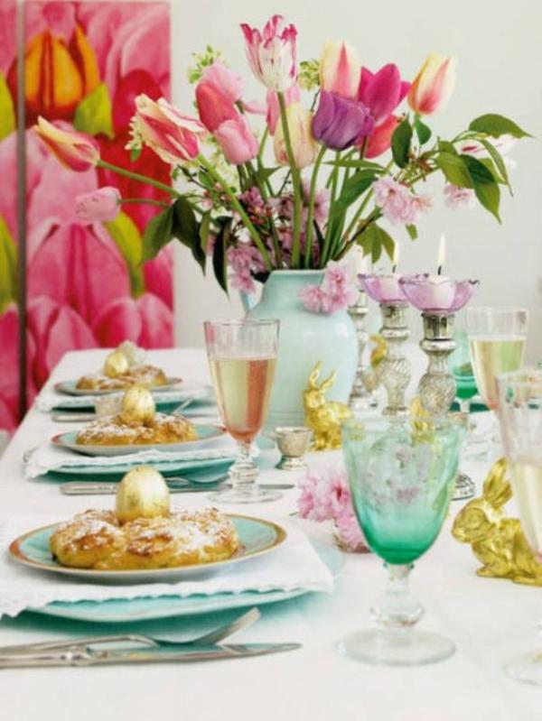 farbenreiche frohe tisch deko blumen eier ostern idee