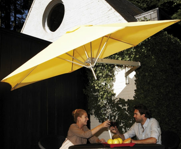 gelb sonnenschirm wandmontage ideen schatten patio bequem