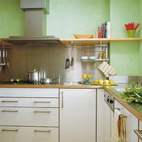 grüne küche weiss holz kücheneinrichtung küchenschienen