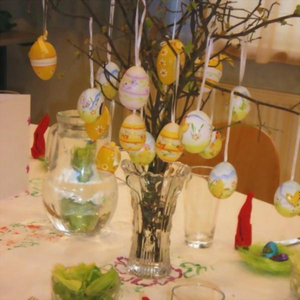 originelle deko ideen für ostern hängende eier
