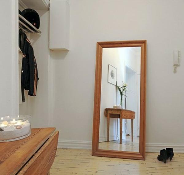 installation von spiegeln idee design hausflur holz