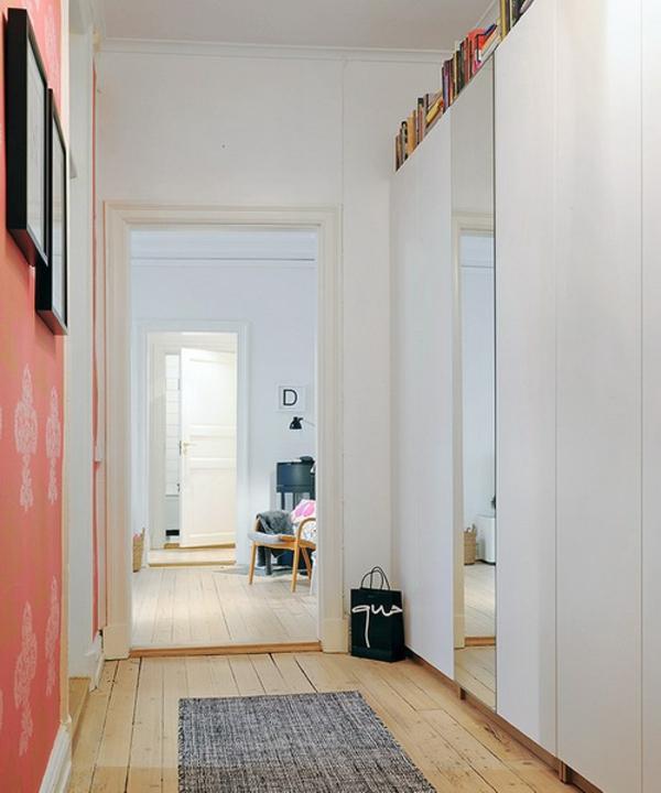 installation-von-spiegeln-idee-design-hausflur-weisse-wände