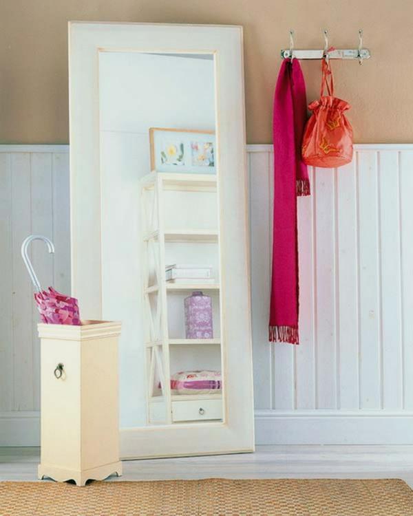 installation-von-spiegeln-idee-design-rosa-bunt-schal