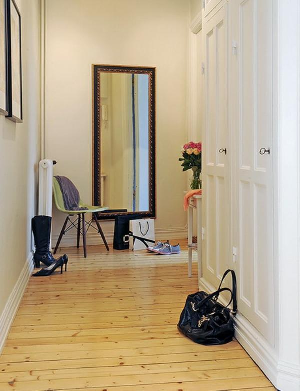 installation-von-spiegeln-idee-design-stehlampe-klassisch-haus