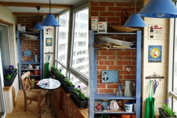 kleinen-Balkon-blaue-lampe