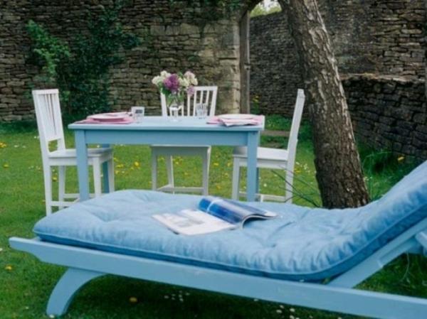 liegestuhl tisch natur baum romantisch patio idee