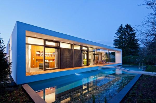 Moderne Häuser mit integrierten Swimmingpools