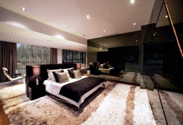 http://freshideen.com/wp-content/uploads/2013/01/platz-schlafzimmer-bett-schwarze-w%C3%A4nde.jpg - Luxus Schlafzimmer Komplett