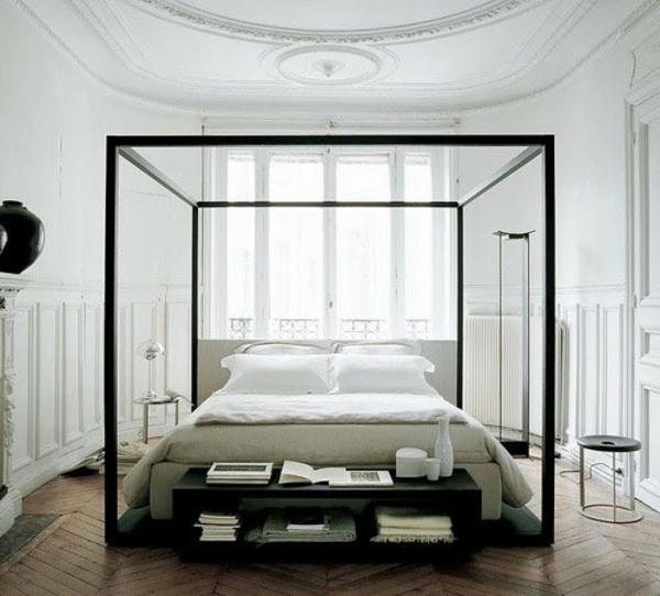 Der Platz Hinter Dem Bett Im Schlafzimmer