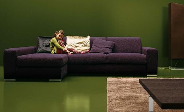 scharlachrote und gr ne interieurs bezauberndes design zu hause. Black Bedroom Furniture Sets. Home Design Ideas