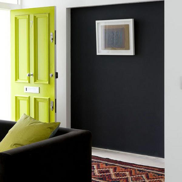 schwarze  innenwände idee grüne tür design