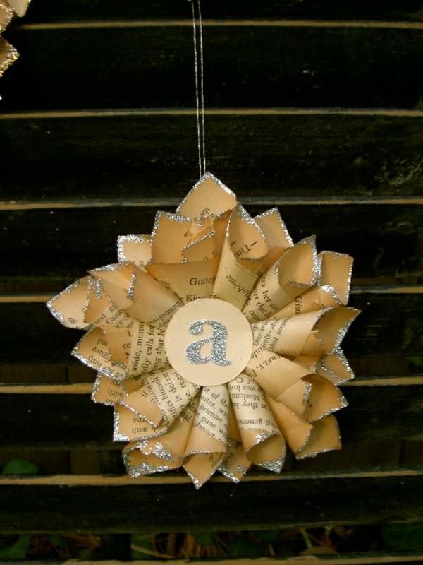 ideen f r den modernen weihnachtsbaum ornamente aus papier. Black Bedroom Furniture Sets. Home Design Ideas