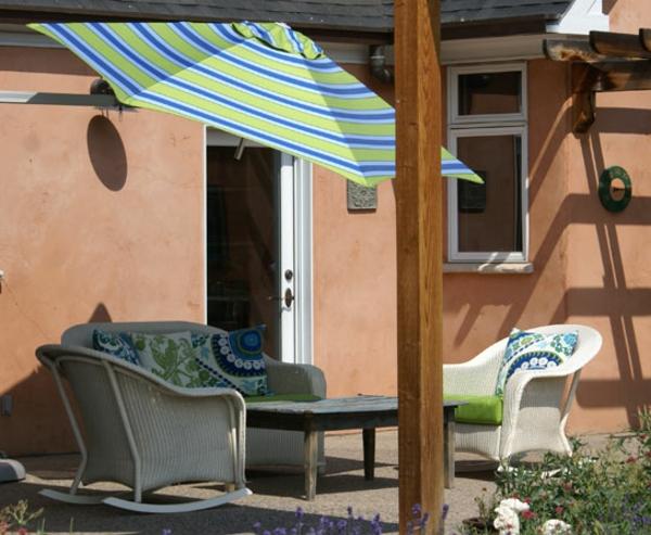 sonnenschirm streifen schatten patio montage ideen wand