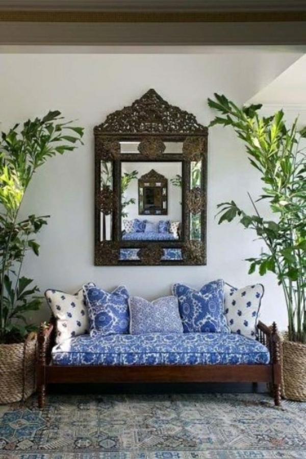 spiegel sofa kissen blau weiss patio design idee