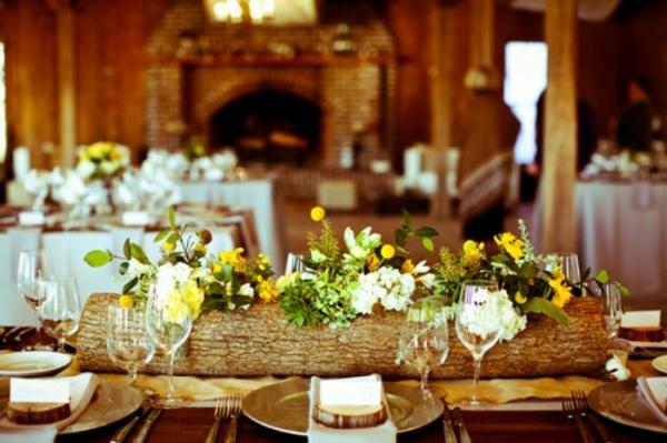 stilvoll-deko-idee-baumstumpf-vase-selber-basteln-tisch-dekoration