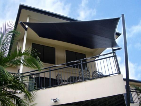 terrasse sonnensegel schwarz farbe idee schatten hinterhof