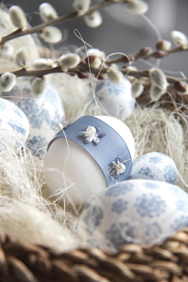originelle deko ideen für ostern  ei blau farbe schmück