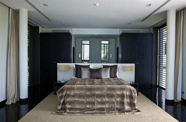 der platz hinter dem bett im schlafzimmer stilvolles design. Black Bedroom Furniture Sets. Home Design Ideas