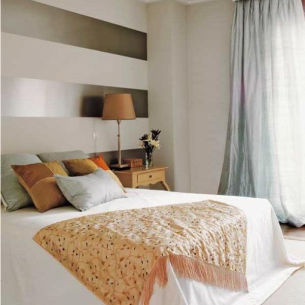 Wanddekoration mit streifentapeten im schlafzimmer - Wand mit streifen ...