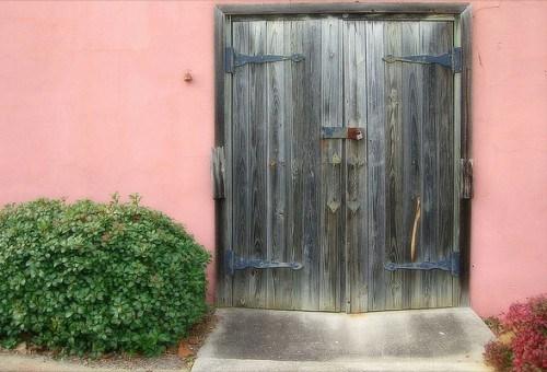 Bauerliche Hausturen massivem Echtholz Rosa Farbe