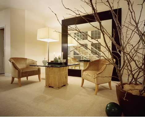 Baum Töpfe Sessel Tisch moderne Lampe